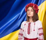 Flicka i den ukrainska nationella dräkten Arkivfoto