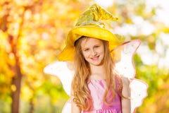 Flicka i dräkt av det felika närbildsiktsanseendet Royaltyfri Bild