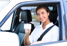 Flicka i en bil Arkivbilder