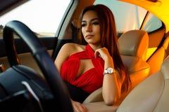 Flicka i en bil Royaltyfri Bild