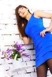 Flicka i en blå klänning Fotografering för Bildbyråer