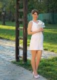 Flicka i en bröllopsklänning Royaltyfria Bilder