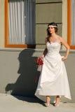 Flicka i en bröllopsklänning Royaltyfri Foto
