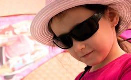 Flicka i en hatt Arkivfoton