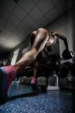 Flicka i en idrottshall Royaltyfri Fotografi