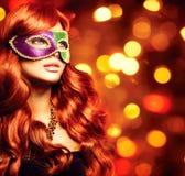 Flicka i en karnevalmaskering Royaltyfria Foton