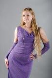 Flicka i en lavendelklänning Royaltyfria Bilder