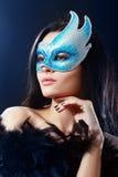 Flicka i en mystisk maskering royaltyfria bilder