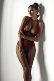 Flicka i en röd baddräkt Royaltyfri Fotografi