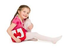 Flicka i en röd klänning härlig för studiokvinna för par dans skjutit barn Royaltyfria Bilder