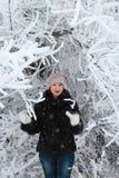 Flicka i en snöig tree Fotografering för Bildbyråer