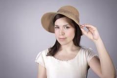 Flicka i en sugrörhatt Fotografering för Bildbyråer