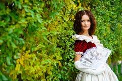 Flicka i en tappningklänning Fotografering för Bildbyråer