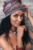 Flicka i en turban Arkivbilder
