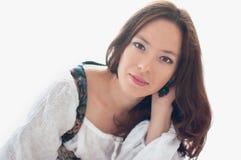 Flicka i en vit blus Royaltyfri Foto