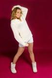 flicka i en vit tröja Arkivfoto
