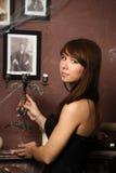 Flicka i ett spöklikt hus Royaltyfria Bilder