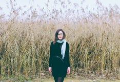 Flicka i exponeringsglas arkivfoton