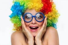 Flicka i färgwig arkivbild