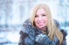 Flicka i frost Arkivfoton