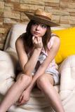 Flicka i gul hatt Fotografering för Bildbyråer