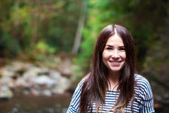Flicka i höstskogen Fotografering för Bildbyråer