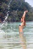 flicka i havet Arkivbilder