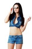 Flicka i jeanskortslutningar arkivfoton
