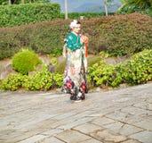 Flicka i kimono i Nagasaki, Japan royaltyfri fotografi