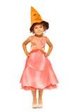 Flicka i klänning med den orange allhelgonaaftonhatten Arkivbilder