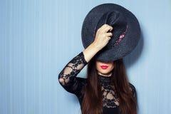 Flicka i kroppklänningar Fotografering för Bildbyråer
