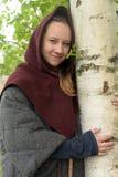 Flicka i medeltida kläder royaltyfria foton