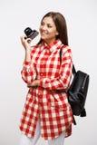 Flicka i moderiktig vår och höstdräkten som är klara för tur fotografering för bildbyråer