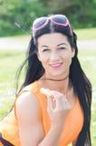 Flicka i orange klänning på gräsplan Royaltyfria Foton