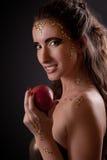 Flicka i ormbild med förbjuden frukt Fotografering för Bildbyråer