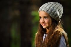 Flicka i parkera Royaltyfri Bild