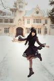 Flicka i pompadour-stil pompadour med en stor frisyr och en korsett Barock- och rokokoande Royaltyfri Fotografi