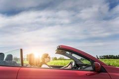 Flicka i röd cabriolet Fotografering för Bildbyråer