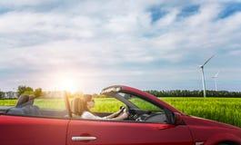 Flicka i röd cabriolet Royaltyfri Fotografi