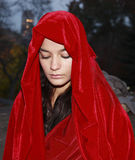 Flicka i röd robe Royaltyfri Foto