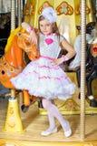 Flicka i rosa färgklänning Fotografering för Bildbyråer