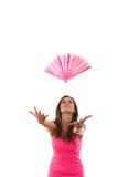 Flicka i rosa färgklänning som kastar fanen Royaltyfri Foto