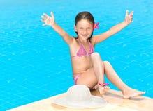 Flicka i simbassängen Royaltyfria Bilder