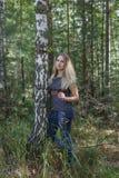 Flicka i skogen Royaltyfri Fotografi