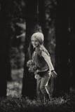 Flicka i skogen Royaltyfria Bilder