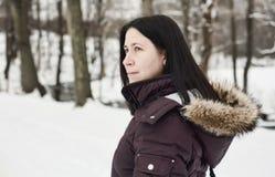 Flicka i snowen Royaltyfri Fotografi