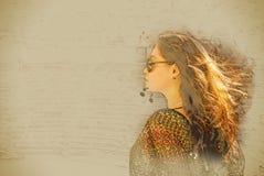Flicka i solglasögon Arkivfoton