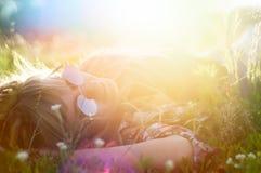 Flicka i sommarsolen Fotografering för Bildbyråer