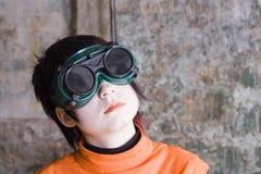 Flicka i svarta exponeringsglas Arkivfoton
