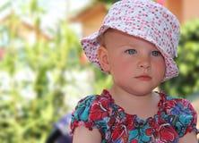 Flicka i trädgården Fotografering för Bildbyråer